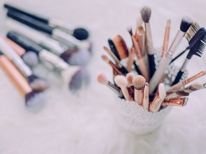 How to Pack Makeup Brushes