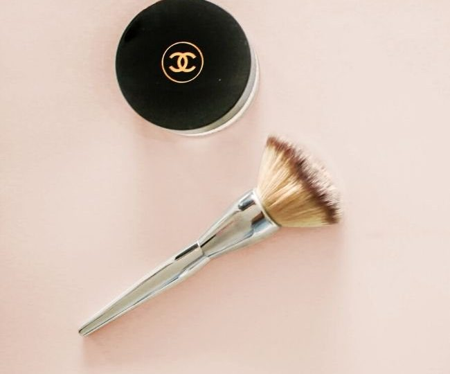 Kabuki Brush vs. Powder Brush: What's the Difference?