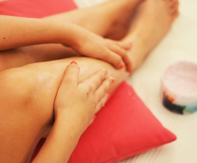 How to Exfoliate Dry Skin on Your Legs