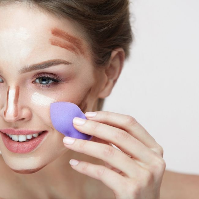 apply foundation with makeup sponge