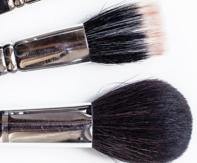 Buffing Brush vs Stippling Brush: Which One Should You Use?